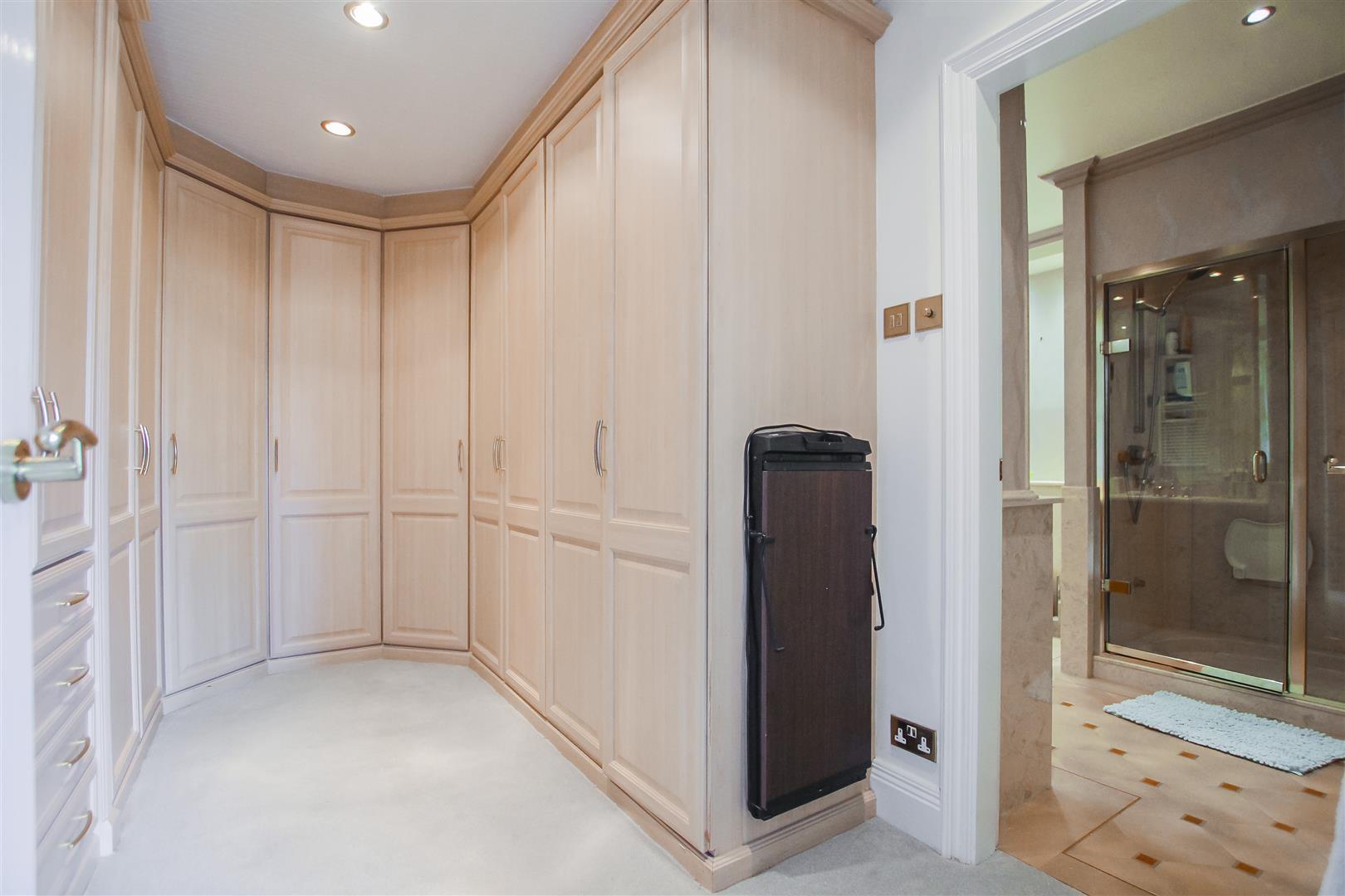 6 Bedroom Detached House For Sale - Dressing room
